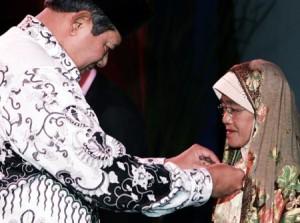 Ibu Muslimah laskar Pelangi