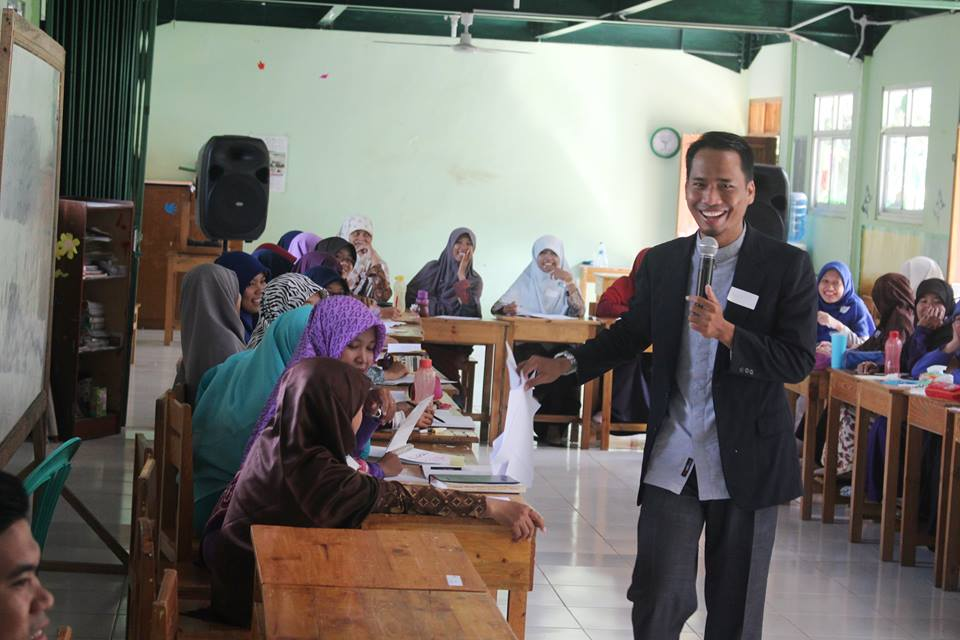 Namin AB Ibnu Solihin Training Guru Inspiratif Goes To School