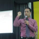 "Seminar Guru Kreatif ""Mengajar Kreatif dan Menyenangkan Layaknya Kelas-Kelas Training"" FKIP Universitas Syiah Kuala Kota Banda Aceh."