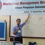 Workshop Manajemen Branding Sekolah Yayasan Igasar Semen Padang Bersama Namin AB Ibnu Solihin