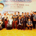 Seminar Parenting Kiat Sukses Mendidik Anak Remaja Di Era Digital Bagi Orang Tua Murid SMP dan MA Tawakkal Denpasar Bersama Namin AB Ibnu Solihin