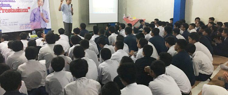 Training Motivasi Bagi Peserta Didik MI,SMP dan MA Tawakkal Kota Denpasar Bersama Namin AB Ibnu Solihin