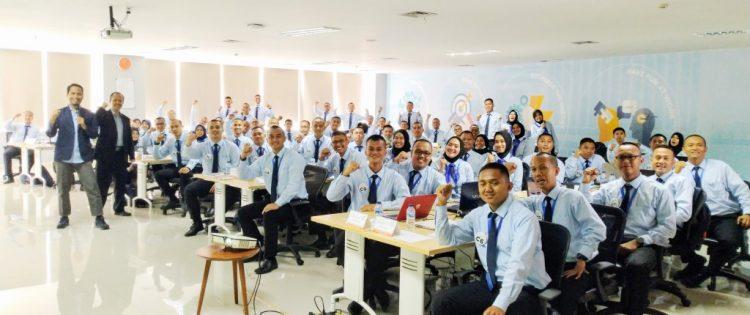 Training Membangun Budaya Kerja dan Effective Communication Bagi Karywan PT Pendidikan Maritim dan Logistik Indonesia