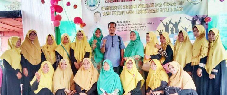Seminar Parenting Islamic Full Day School Cikal Cendekia Bersama Namin AB Ibnu Solihin