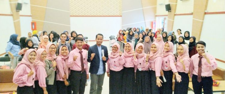 Seminar Pendidikan Menjadi Pendidik Abad 21 Universitas Pasundan Bandung Bersama Namin AB Ibnu Solihin