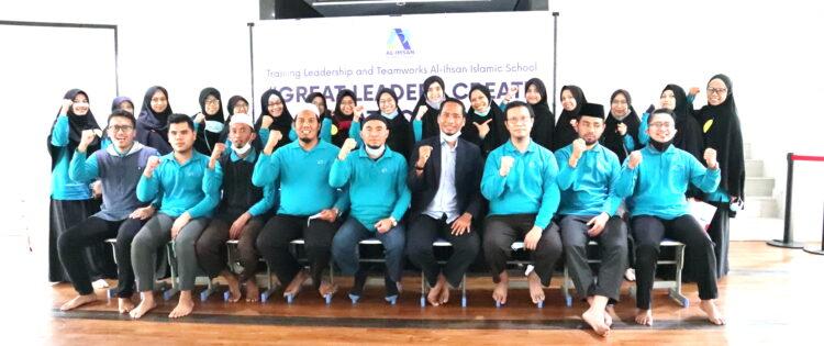 Training Leadership and Teamworks Bagi Guru Al Ihsan Islamic School Kota Bekasi